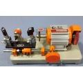 Stroj za narezivanje izradu cilindar ključeva TH24LS